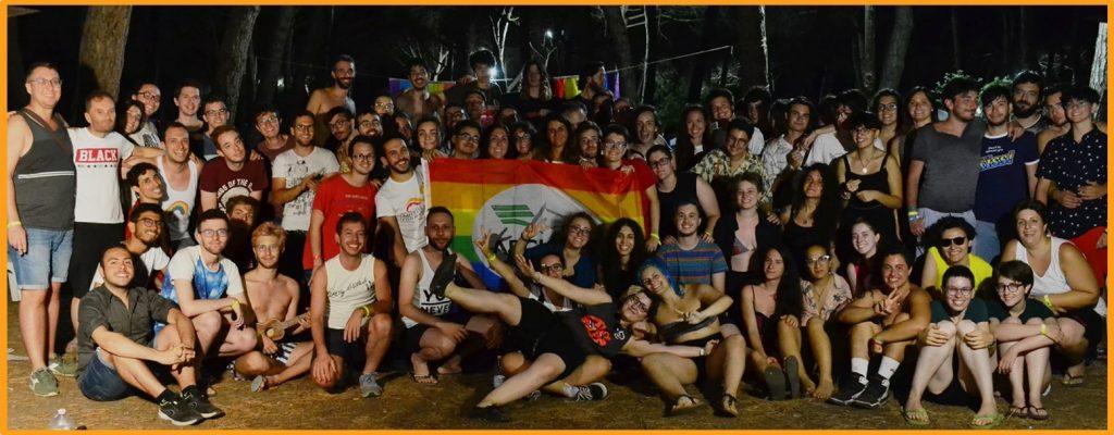 Foto di gruppo allo Youth Pride Camp